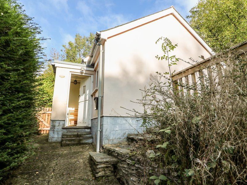 PLYG-Y-RHIW, detached cottage, woodburner, two bathrooms, wonderful woodland, location de vacances à Clydey