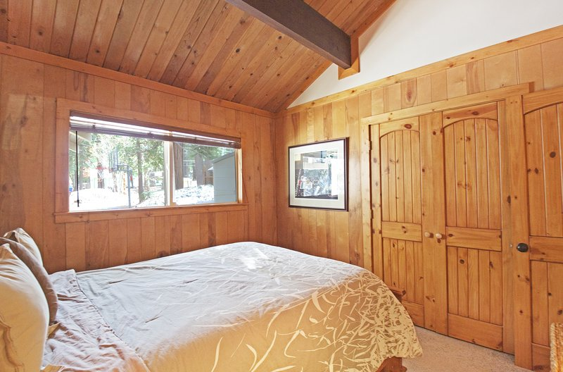 Hardwood,Furniture,Bed,Room,Indoors