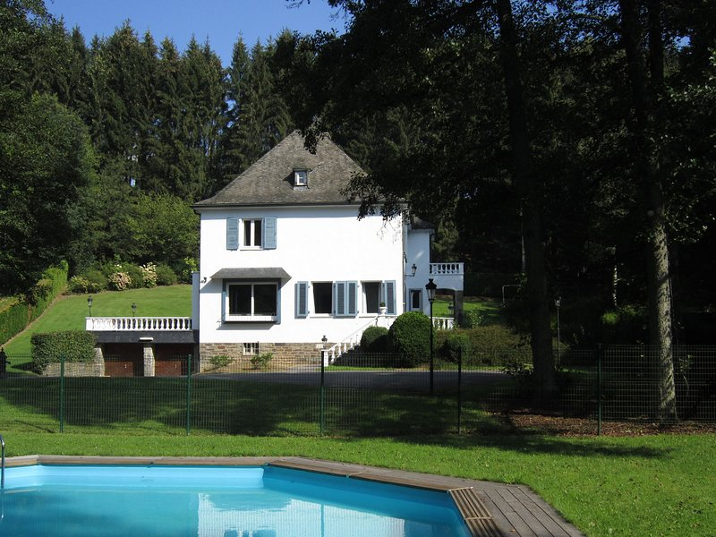 Peaceful Holiday Home in Malmedy with Jacuzzi, holiday rental in Malmedy