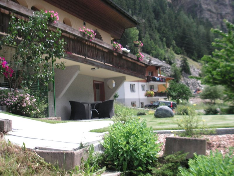 Spacious Apartment in St Niklaus near Mattertal Ski Area, vacation rental in Gasenried