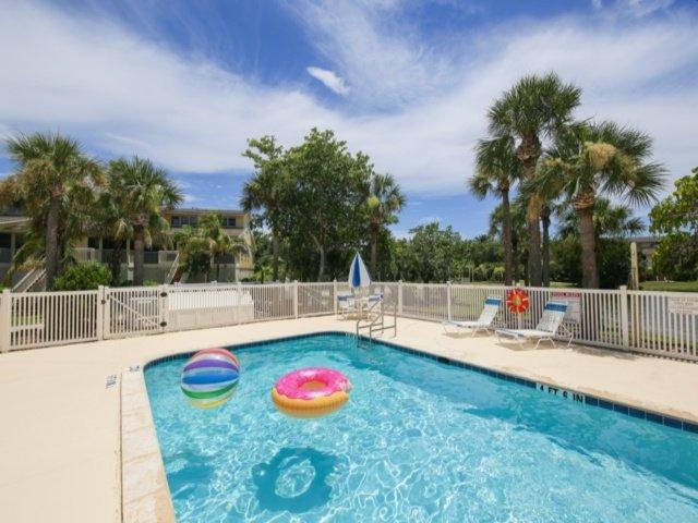 Water,Pool,Building,House,Swimming Pool