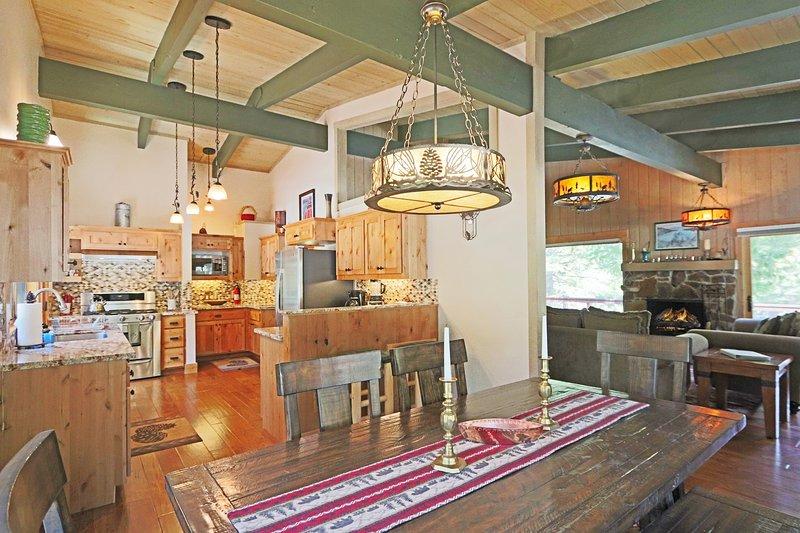 Indoors,Flooring,Hardwood,Restaurant,Shelf