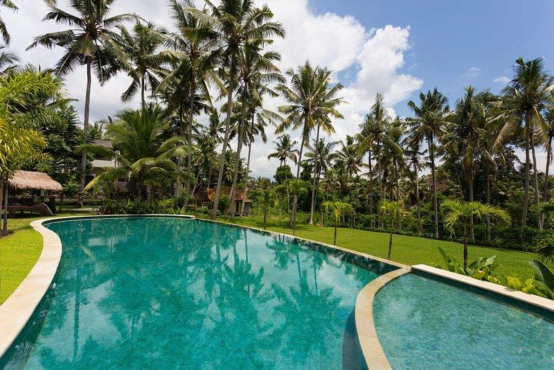 One-Bedroom Suite - Breakfast, holiday rental in Lodtunduh