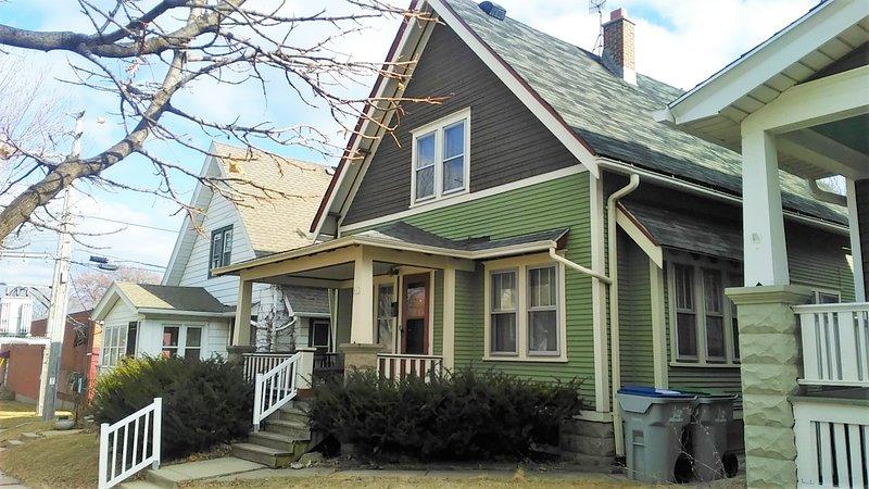 Comfortable 3 Bedroom Craftsman Bungalow in Milwaukee's Bay View Neighborhood, location de vacances à Milwaukee