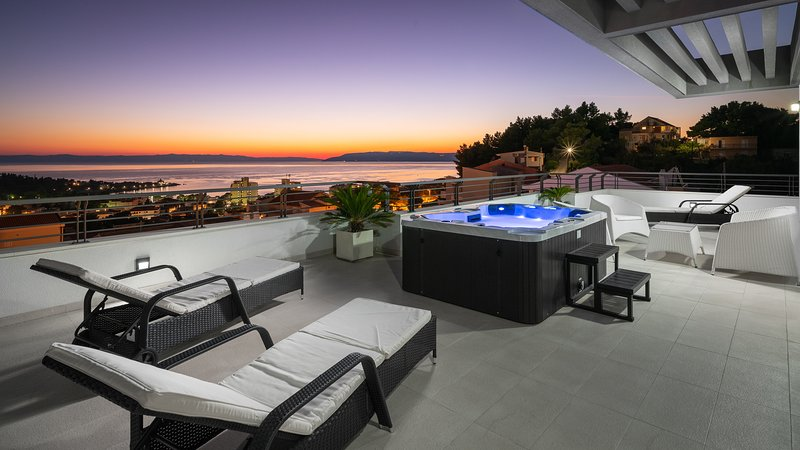 Villa Palladium in the Center with ***Heated Pool, ***Penthouse and ***Jacuzzi, location de vacances à Makarska