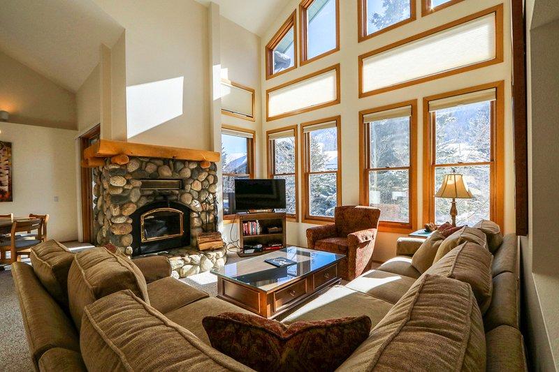 Camera, interni, soggiorno, divano, mobili