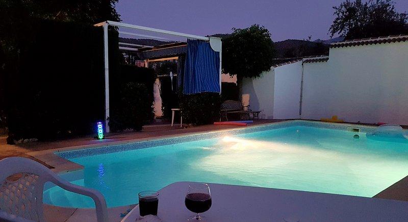 Villa Amparo, jardín, piscina, solarium, picnic, aire acondicionado,calefacción. – semesterbostad i Priego de Cordoba
