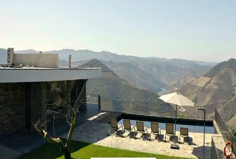Pope Valley Estate - Sleeps 14 - Heated, Pool, Sauna, Jacuzzi, 1hr from Porto, holiday rental in Vila Real District