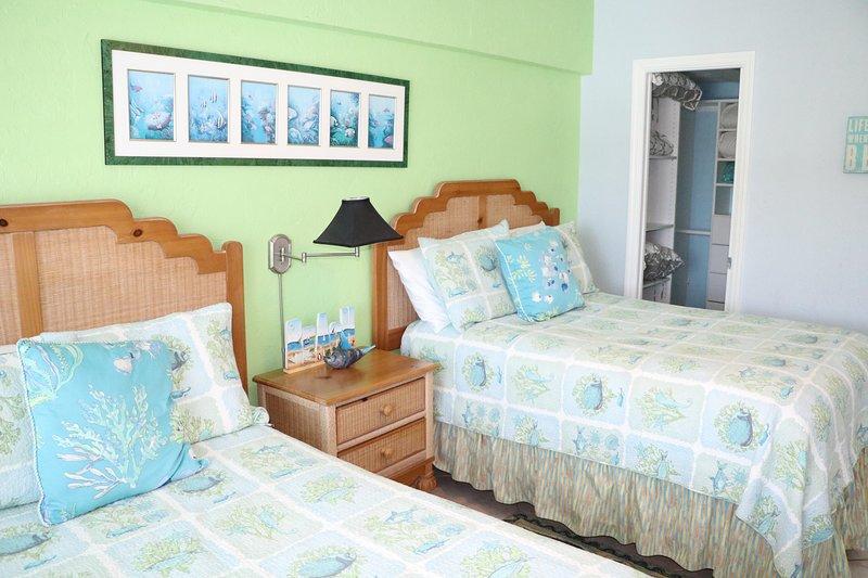 Indoors,Room,Bedroom,Furniture,Bed