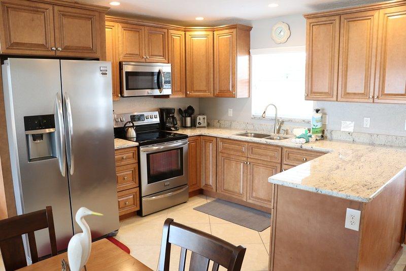 Indoors,Room,Microwave,Oven,Kitchen