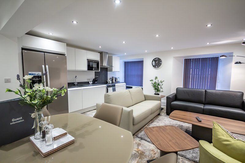 The Sandringham Suite by Pureserviced, holiday rental in Plymouth