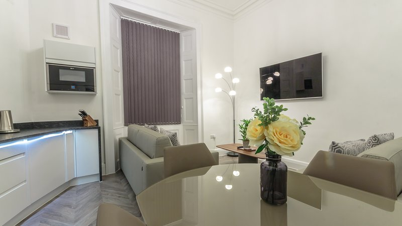 The Buckingham Suite by Pureserviced, holiday rental in Millbrook