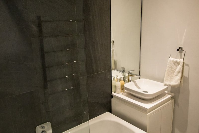 Brand New Funky Green Point Apartment, holiday rental in Green Point