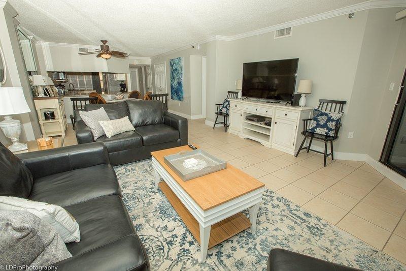 All'interno, soggiorno, camera, mobili, divano