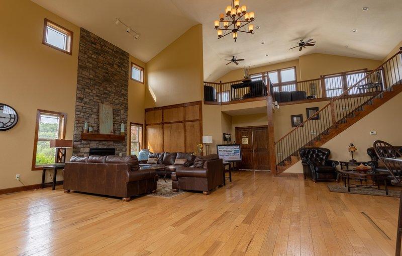 Flooring,Hardwood,Floor,Room,Indoors