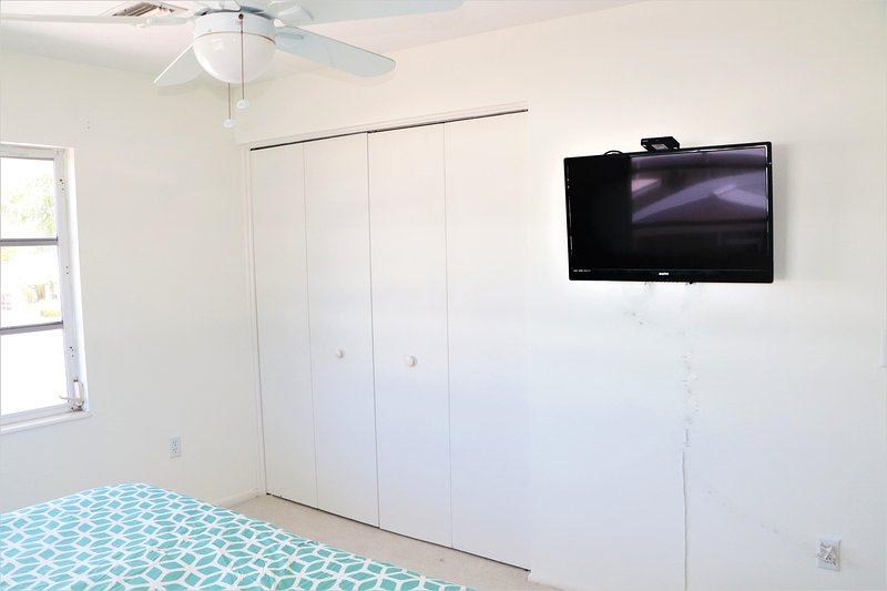 Screen,Ceiling Fan,Television,TV,LCD Screen