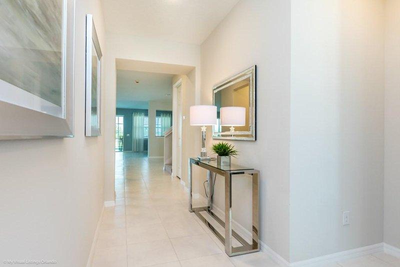 Flooring,Corridor,Floor,Room,Lobby