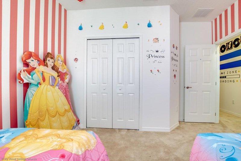 Room,Indoors,Furniture,Bed,Bedroom