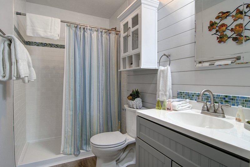 Room,Indoors,Bathroom,Toilet,Sink