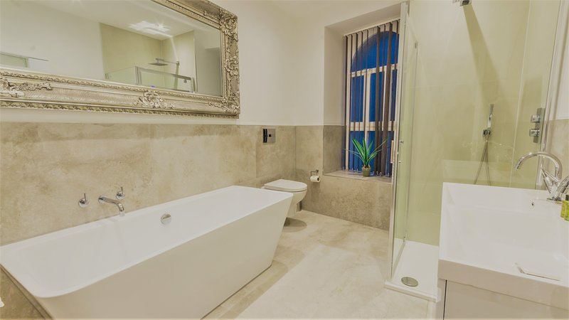 The Regency Suite by Pureserviced, holiday rental in Millbrook