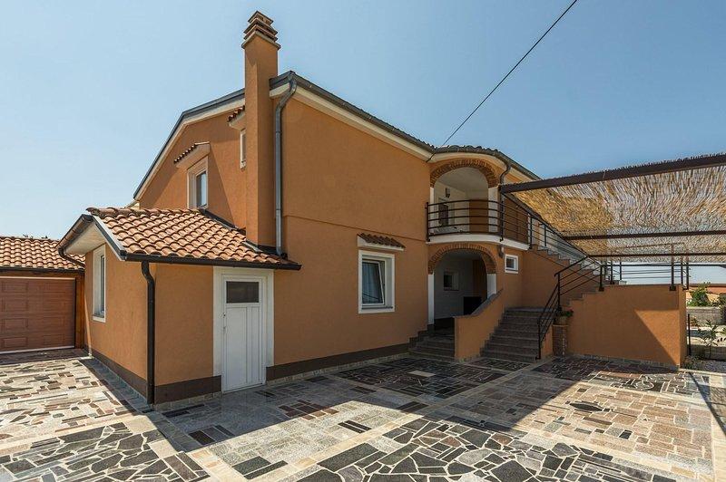 Flagstone,Path,Walkway,Roof,Sidewalk