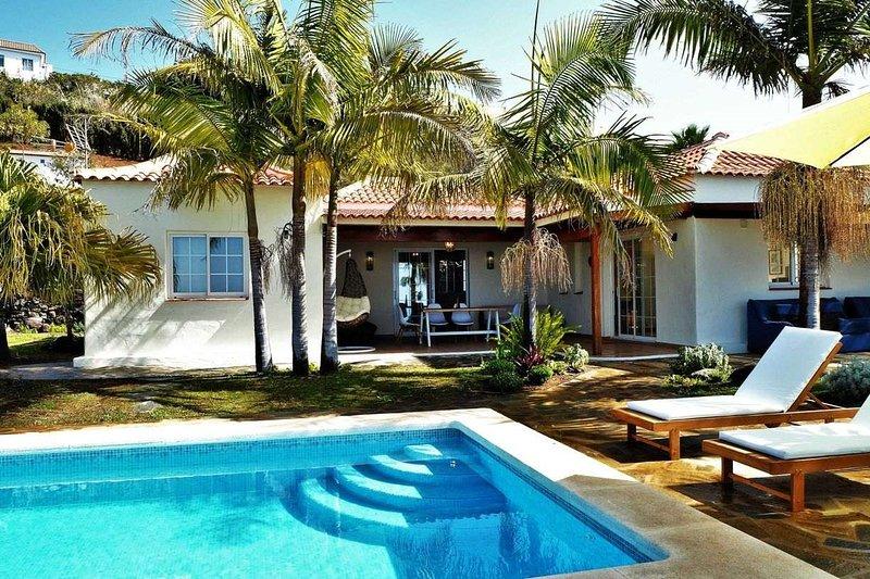 Casa Perseidas - Giardino con piscina 02