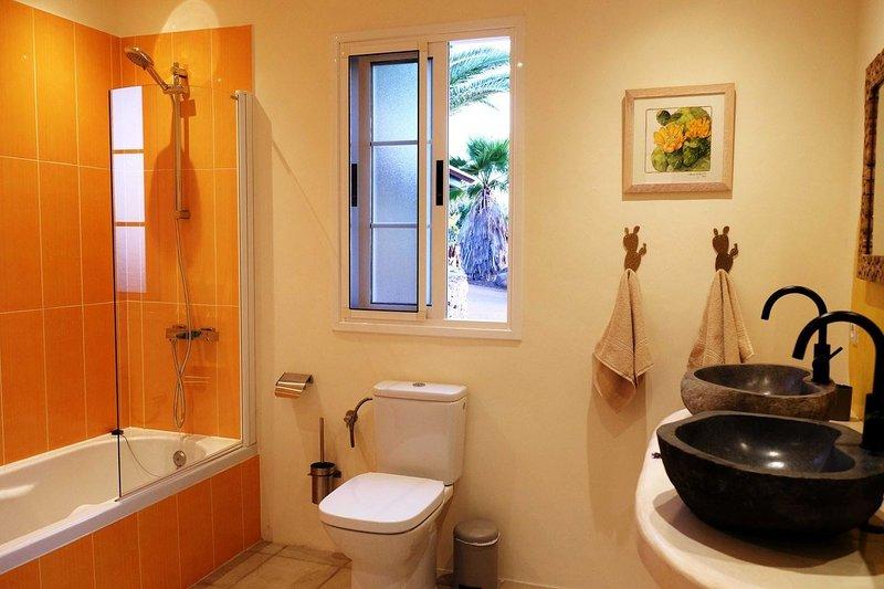 Casa Perseidas - Bagno della stanza. doppia con letti singoli