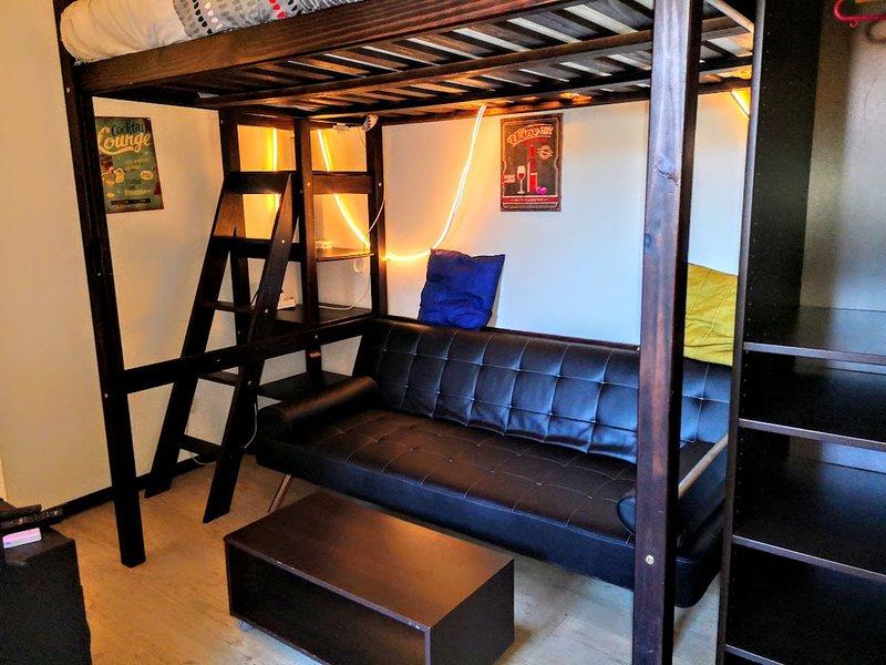 Petit studio meublé climatisé 15 min Arènes de Nîmes, location de vacances à Gard