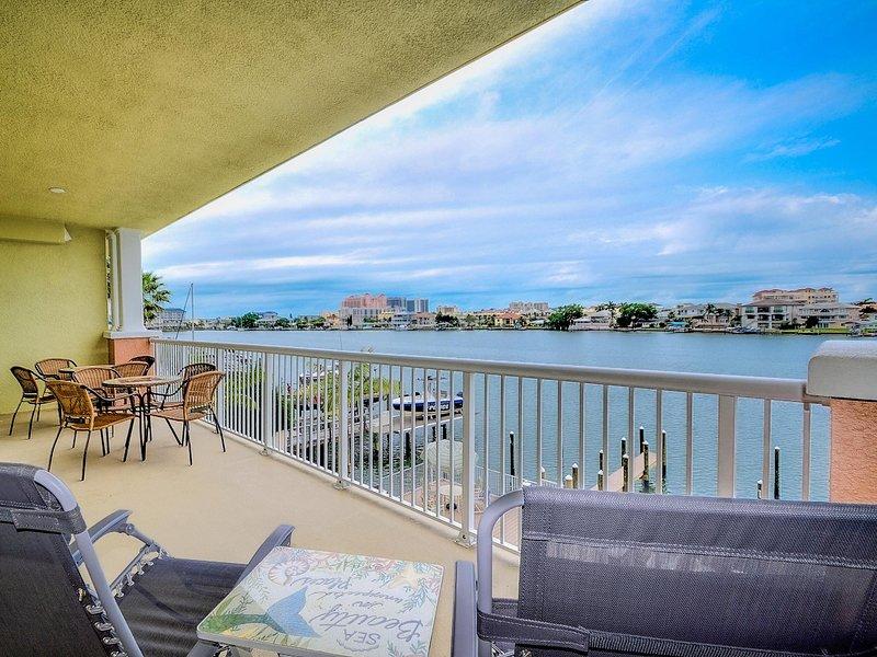 Ampla varanda com vista para Clearwater Harbour