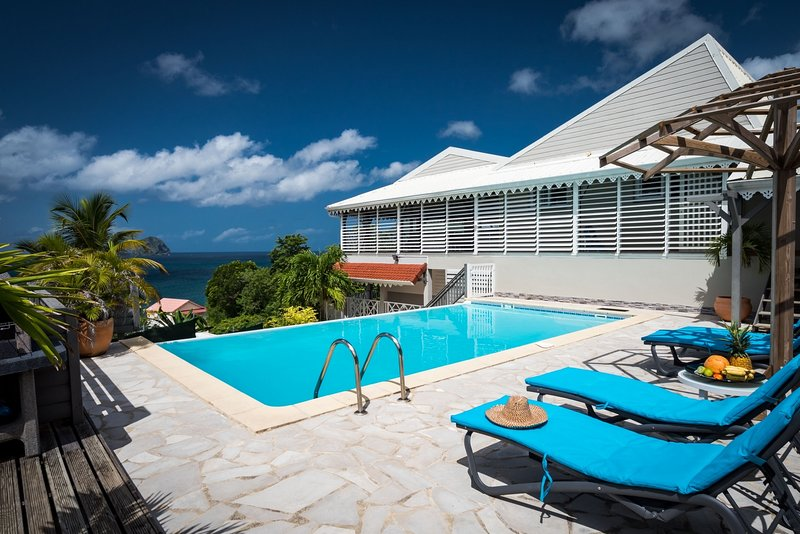 Villa de standing, plage accessible à pieds (200m), vue mer à 180°, location de vacances à Le Diamant