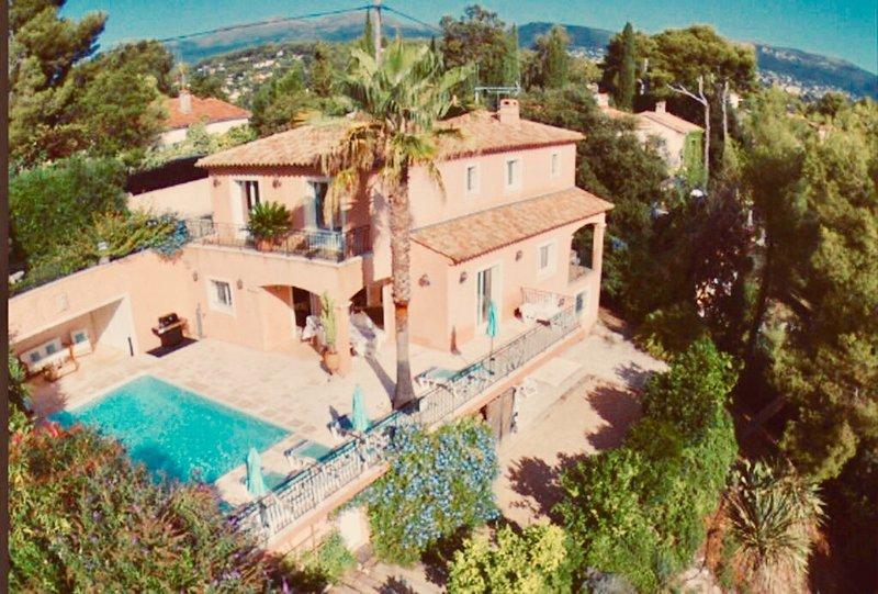 Superbe villa provençale 5*, piscine chauffée, climatisation, sécurisée., vacation rental in St-Paul-de-Vence
