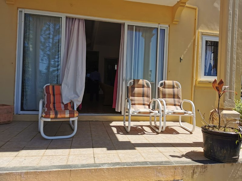 Spacious house with pool access, holiday rental in Anse La Raie