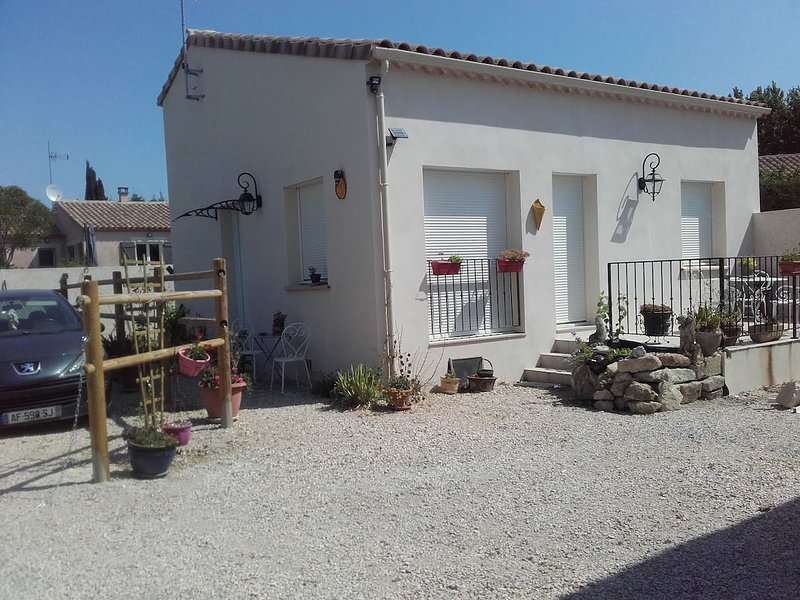 Beautiful house with terrace & Wifi, location de vacances à Caveirac