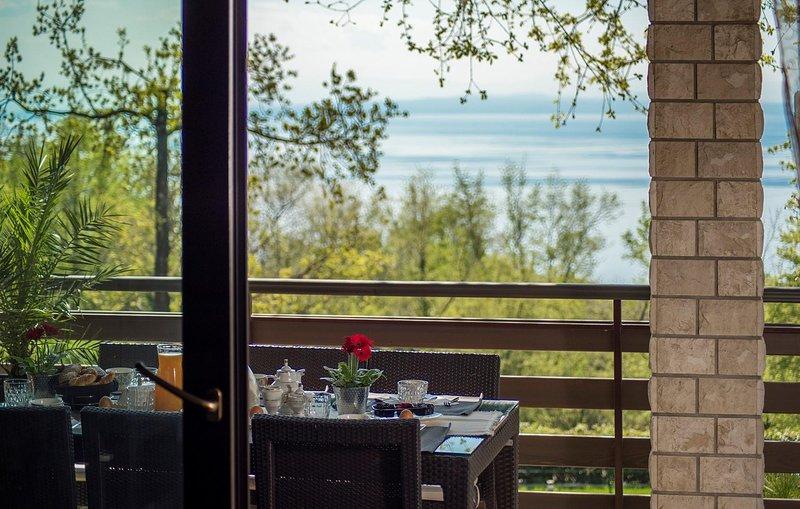 Balcony,Table,Furniture,Patio,Railing
