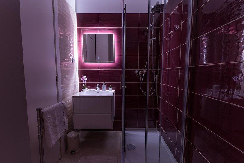 Room,Indoors,Bathroom,Flooring