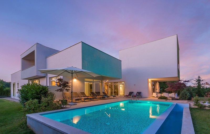 Water,Pool,House,Building,Swimming Pool