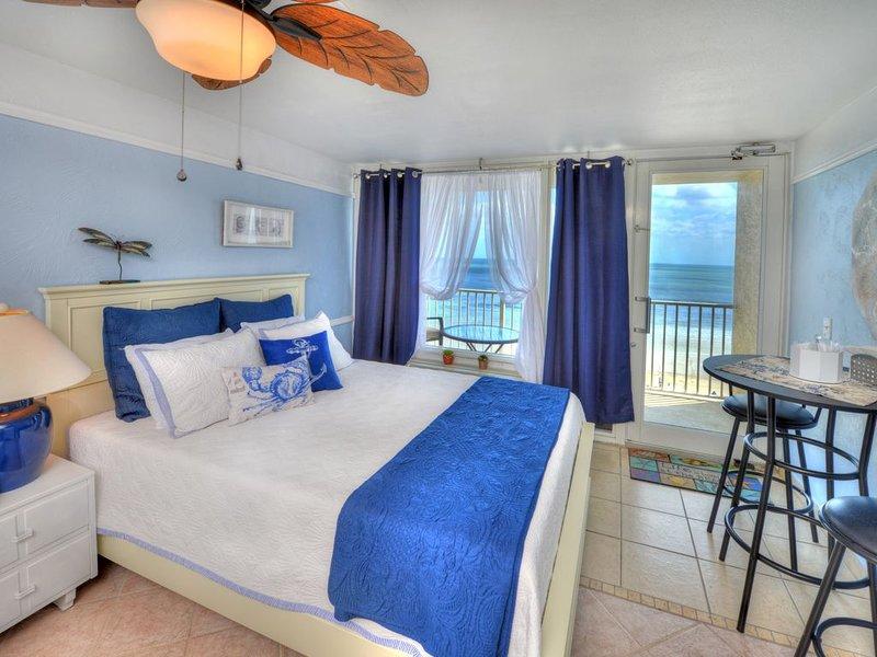 Oceanfront Studio - Queen Sized Bed
