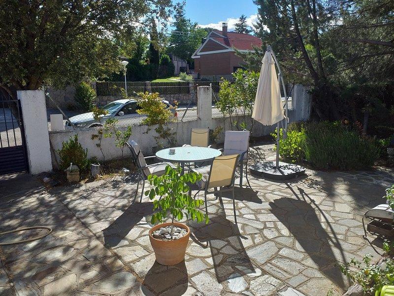 Habitación en unifamiliar para 4 personas, holiday rental in Miraflores de la Sierra
