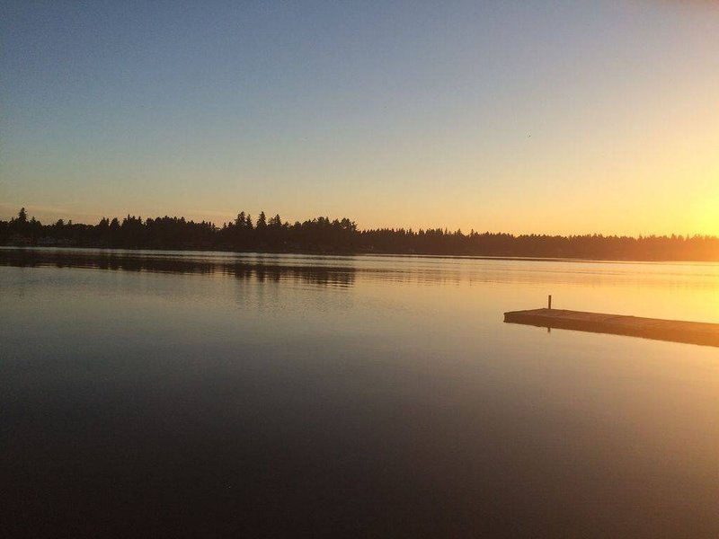 Thonewood Cottage on American Lake, vacation rental in Yelm