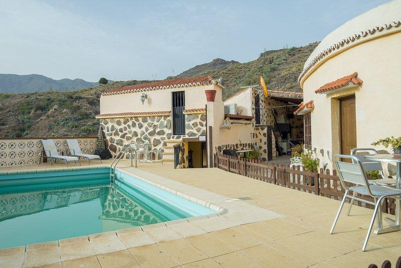 La Sorrueda Villa piscina compartida wifi by Lightbooking, vacation rental in Fataga