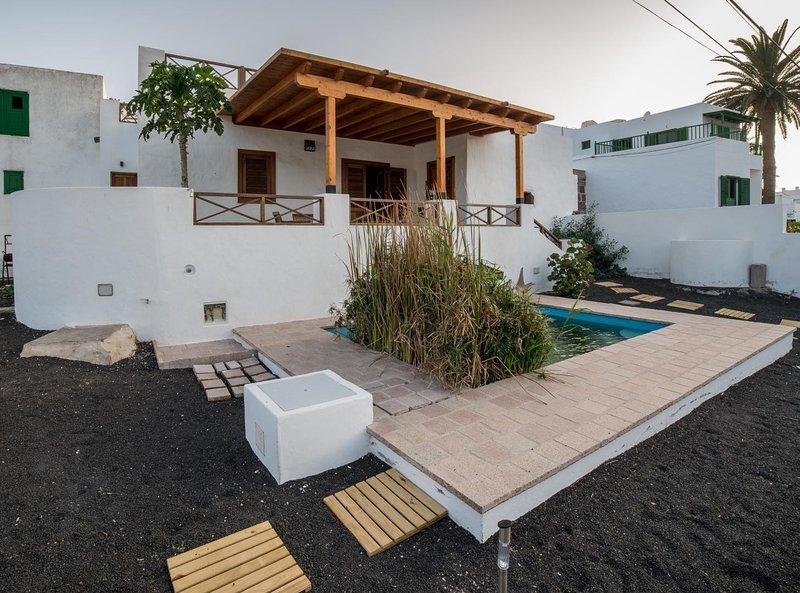 Lanzarote Villa historica con terraza y jardín  by Lightbooking, location de vacances à Hembert