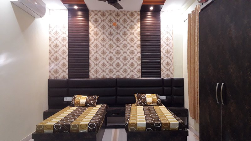 Private Rooms near Taj Mahal - Stay at Home., casa vacanza a Agra