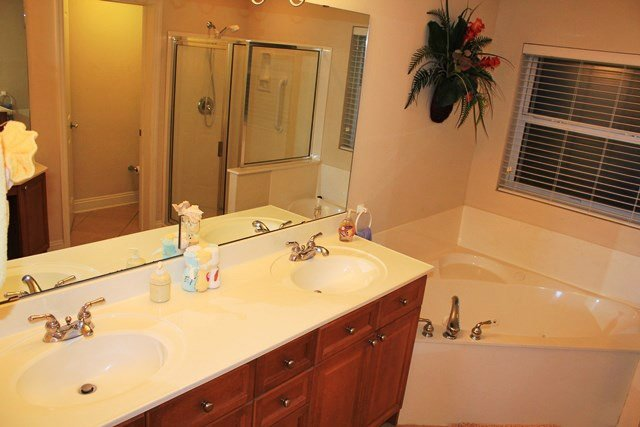 Double Sink,Sink,Indoors