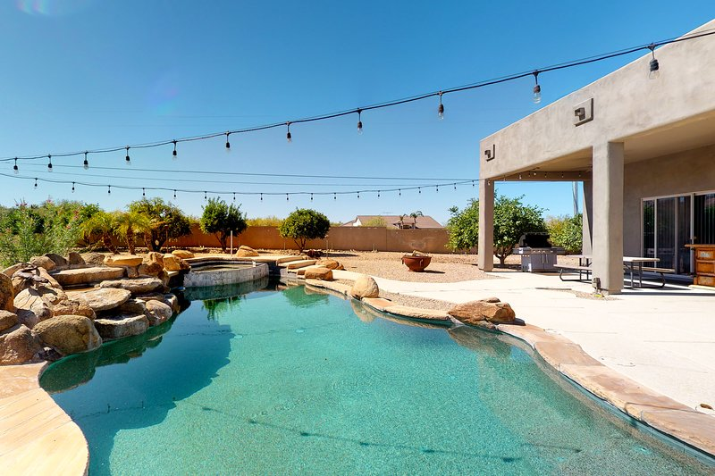 Gorgeous desert home w/ a private pool, gas grill, firepit, & views, location de vacances à New River