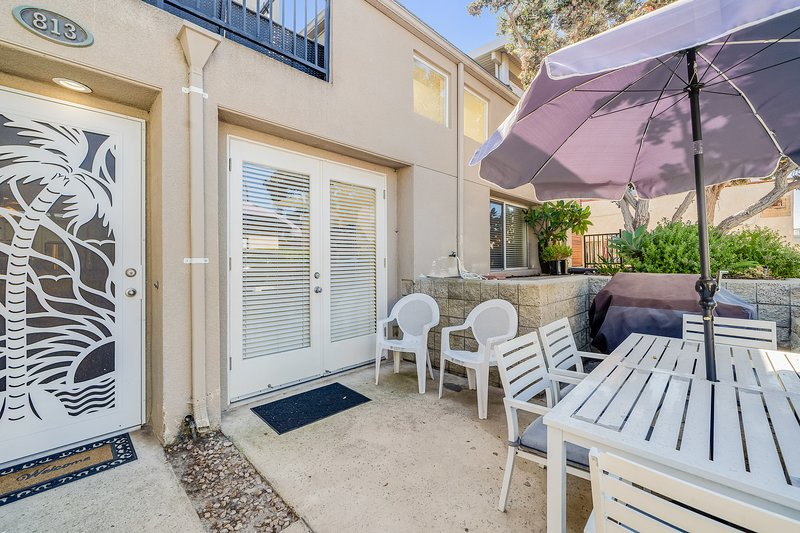 Lovely, dog-friendly condo w/ a patio - close to beach & town, vacation rental in Elvira
