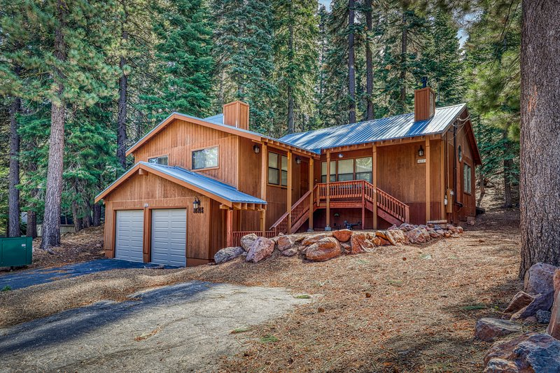 Remodeled Tahoe-Donner family home w/ access to resort-style amenities, holiday rental in Truckee
