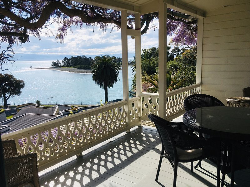 The West Wing at VILLA 10  (Waterfront), holiday rental in Nelson-Tasman Region