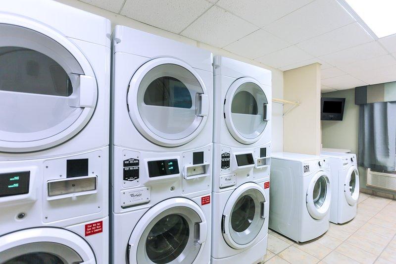 Goditi l'accesso alla lavanderia automatica in loco.