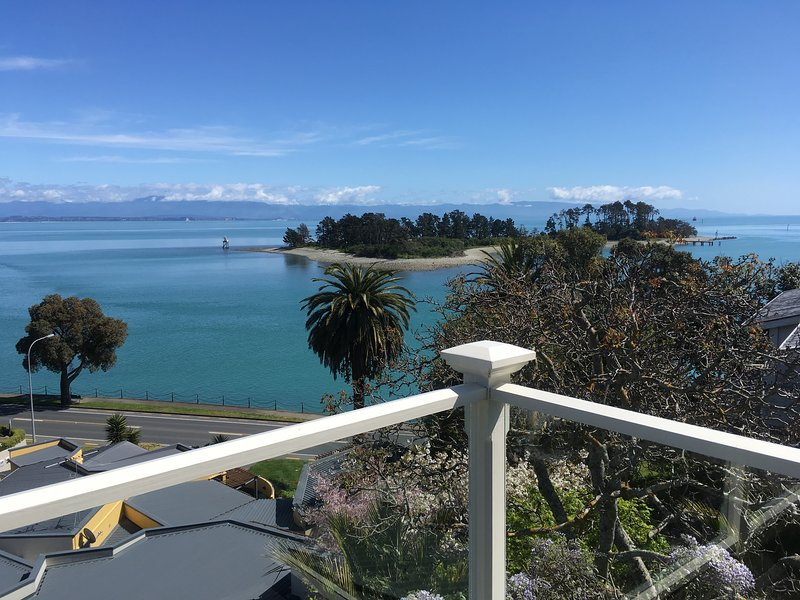 The LOFT at VILLA 10 (Waterfront), holiday rental in Nelson-Tasman Region