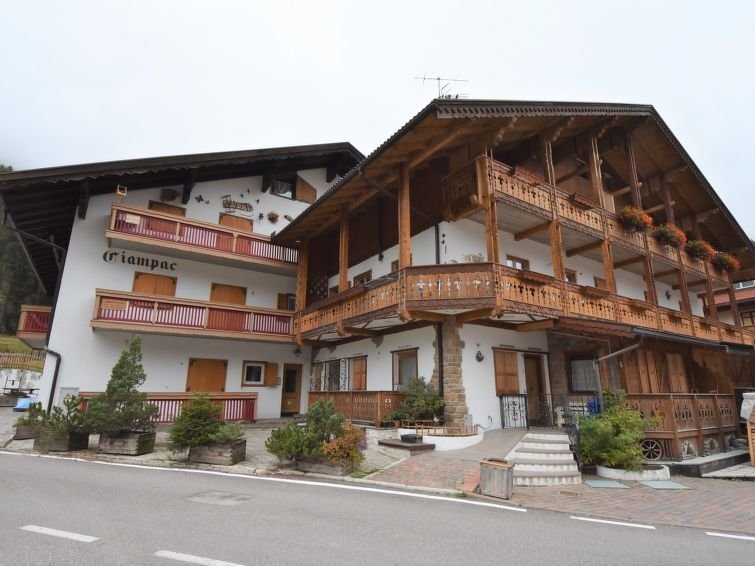 1 bedroom Apartment with WiFi and Walk to Shops - 5816008 Chalet in Canazei